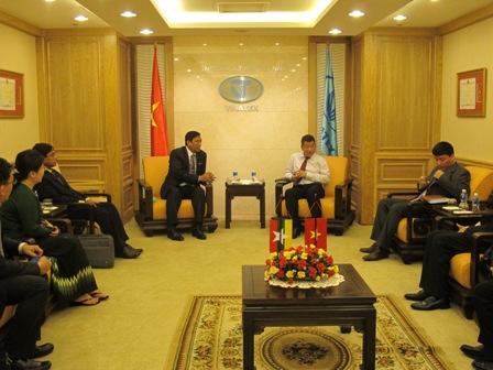Bộ trưởng Bộ Công Nghiệp Myanmar H.E. U Maung Myint Thăm và làm việc với Vinatex